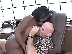 Fast and sweaty sex with black chubby lady